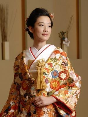 uchikake-style kimono 色打掛
