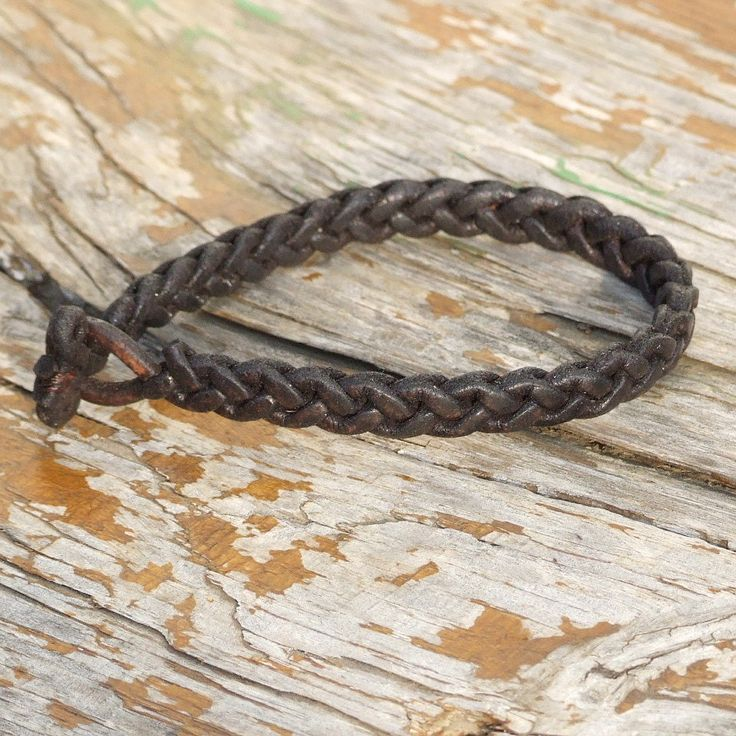 Special braided leather bracelet with toggle closure. (SZA30) by kutilajos on Etsy