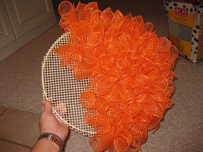Pumpkin Wreath tutorial! :)Wreaths Tutorials, Football Wreath, Pumpkin Wreaths, Pumpkin Mesh Wreath, Mesh Pumpkin, Halloween Mesh Wreath, Embroidery Hoop, Fall Mesh Wreath, Mesh Halloween Wreath