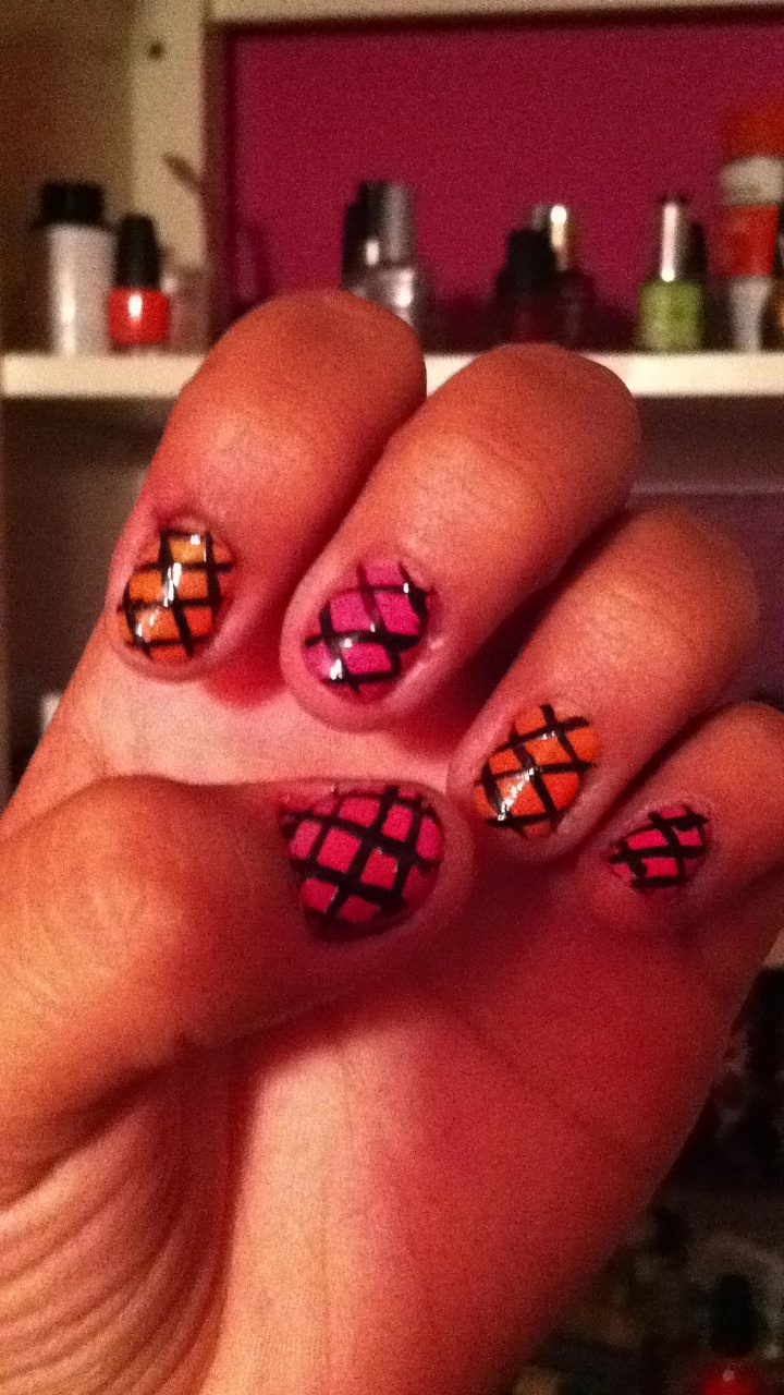 Fishing net pink and orange nail art!!!:)
