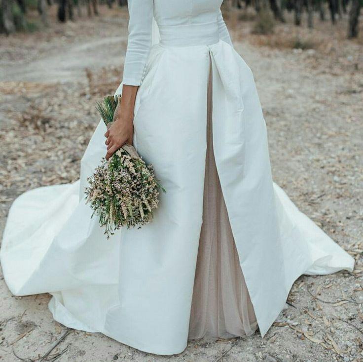 En #innovias nos encantan los ramos de novia silvestres! https://innovias.wordpress.com/2016/01/25/flores-de-boda-low-cost-ii-flores-silvestres-en-el-ramo-de-novia-by-innovias/