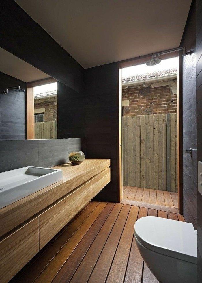 un modèle de salle de bain à l'italienne , sol en planchers