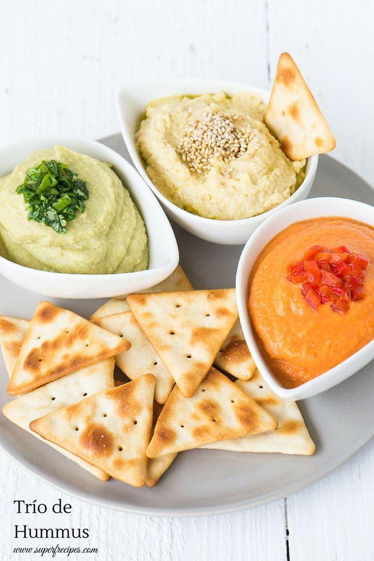 Hummus. Dip saludable lleno de Super Alimentos y los colores de navidad para celebrar.
