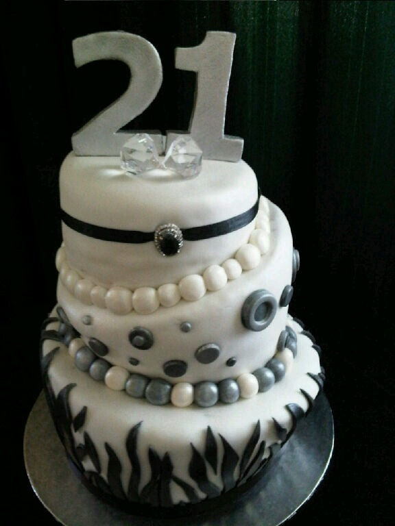 21St Cake black, white and silver