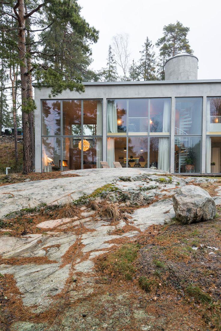 Eksteriør på betongbolig i Stockholms skjærgård
