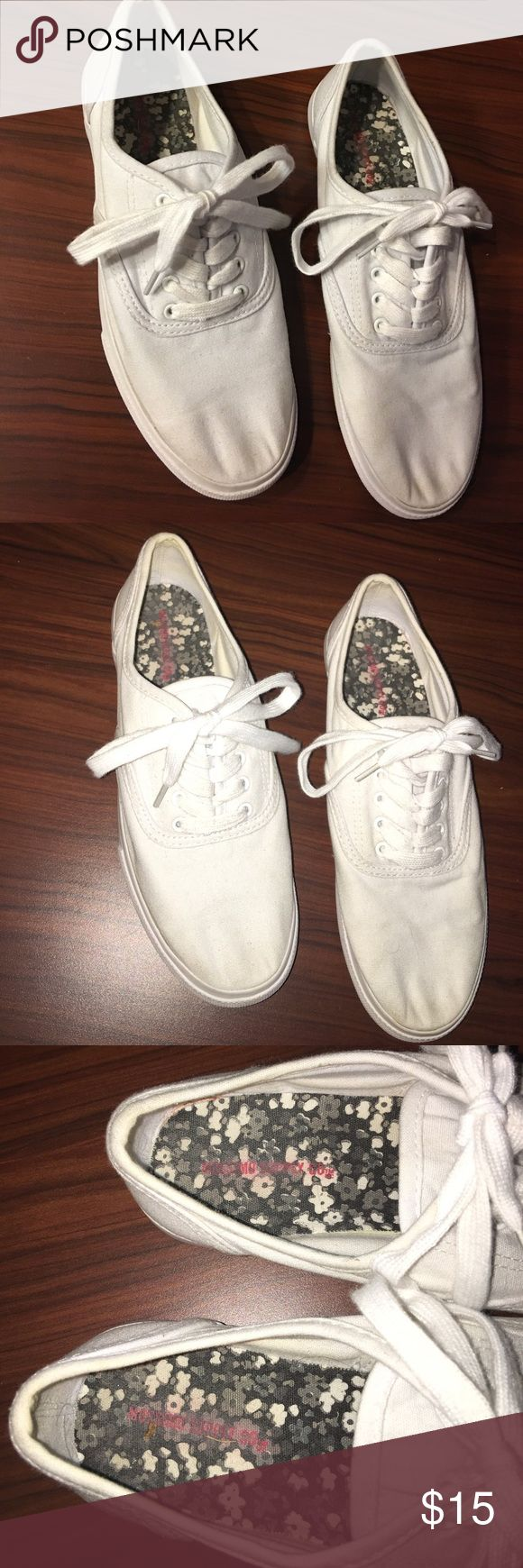 Women's Lunea Canvas Sneakers Mossimo Supply Co Mossimo supply co white sneakers. In great condition. Only worn once Mossimo Supply Co. Shoes Sneakers