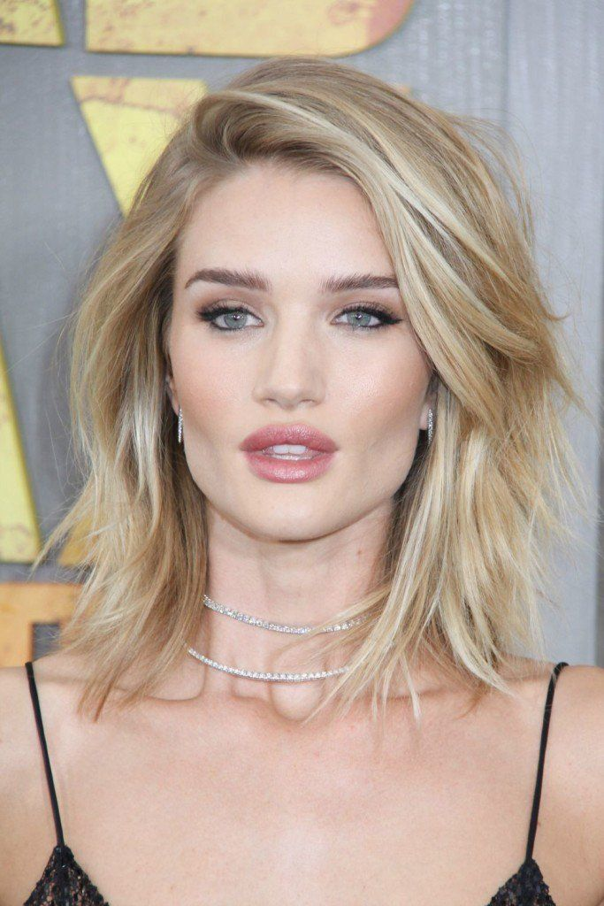 How to give your thin hair volume: Rosie Huntington-Whiteley hair - she has long layers, which adds volume. Love this haircut and color!