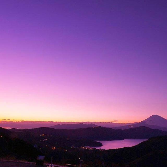 Instagram【youkixxx】さんの写真をピンしています。 《恋空に染まる… 芦ノ湖✨ グラデーションも最高でした😊✨ #空を愛するすべての人へ捧ぐ#japan_night_view #写真好きな人と繋がりたい #team_jp_  #ファインダー越しの私の世界 #写真撮ってる人と繋がりたい #東京カメラ部 #tokyocameraclub #wp_japan #富士山 #mtfuji #絶景 #ig_japan #夜景 #nightview #IGersJP #夜景ら部 #japan_of_insta #pics_jp #lovers_nippon #bestjapanpics #phos_japan #instagramjapan  #photooftheday #worldbestgram #写真部 #retrip_news #箱根 #夕焼け #マジックアワー》