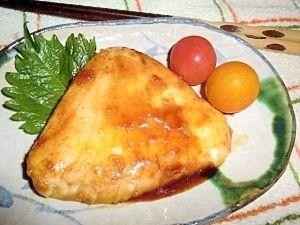 「カジキマグロのバター醤油ソテー」淡白なカジキマグロもバターのコクと風味でいいおかずになりますよ。【楽天レシピ】