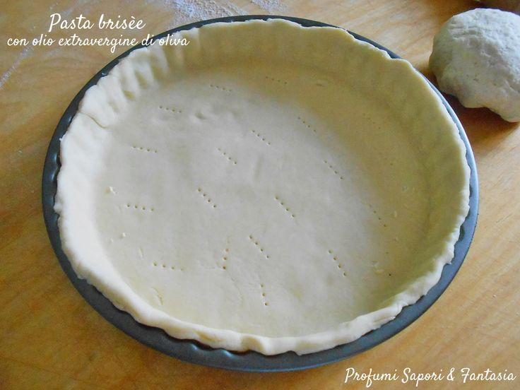La pasta brisèe con olio extravergine di oliva è ideale per torte salate, quick e tanto altro. Leggera e digeribile è semplice e veloce da fare.