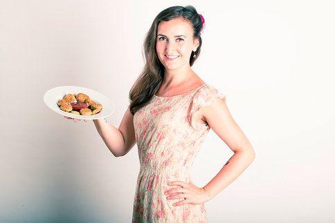 Dokonalá rychlá večeře nebo občerstvení na party? Pokud jste doteď nemuseli cuketu, nyní si ji zamilujete. Zkuste si podle našeho video návodu upéct cuketové kostičky!