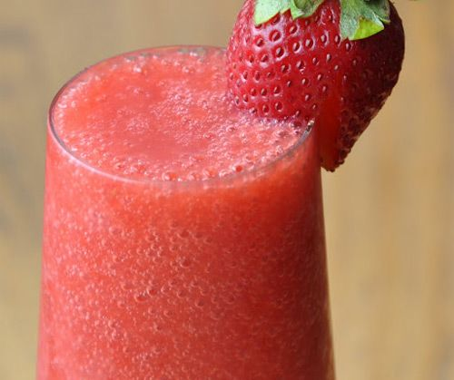 1 cup of strawberries, 1/4 cup of water, 4 ice cubes and 1 tbsp of honey...... mmmmm