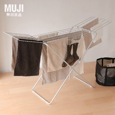 Aluminium indoor laundry rack extendable. It's been designed for space efficiency and comfortable usage.
