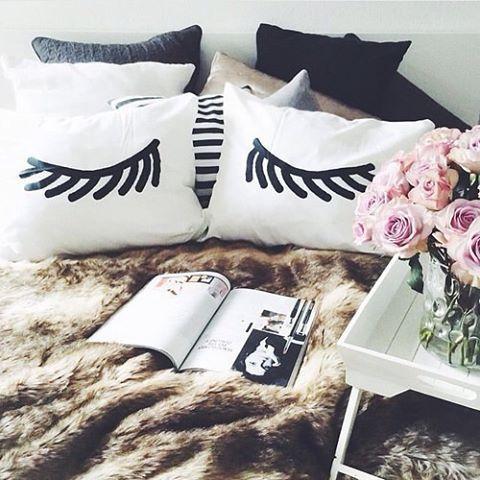 eye lash pillows