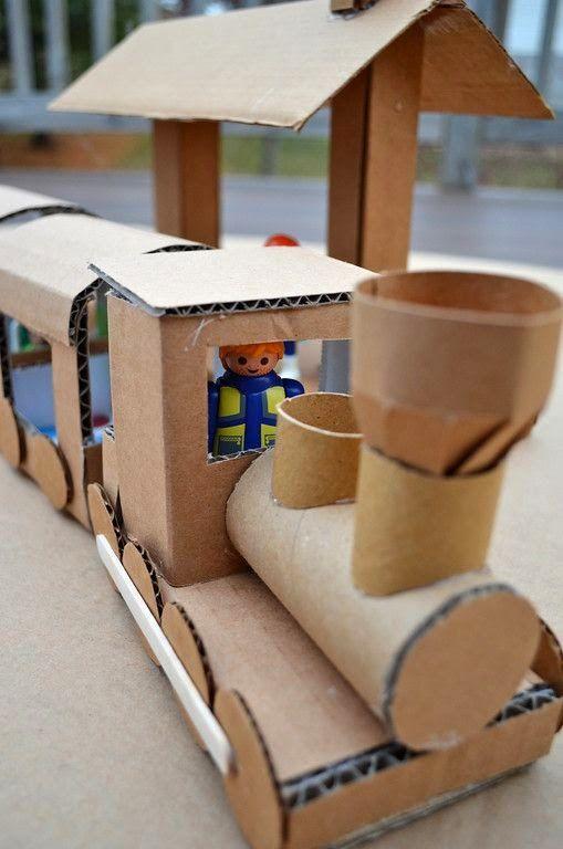 Reciclar cajas de cartón grandes haciendo un tren.   quiero más diseño.