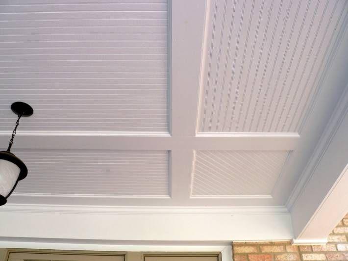 Крашенный деревянный потолок