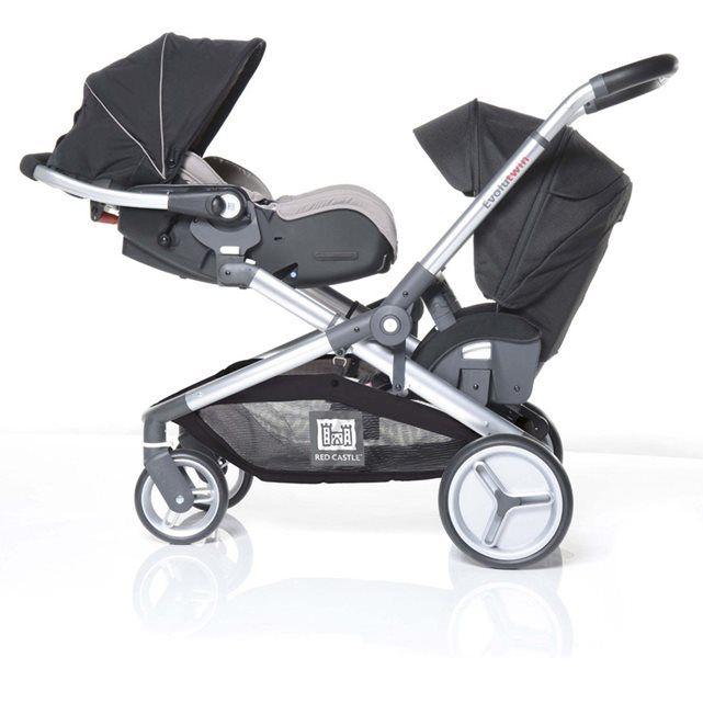 La poussette Evolutwin® de Red Castle est la première poussette qui s'adapte à votre famille : elle convient aux enfants d'âge rapproché ou aux jumeaux, mais peut être aussi utilisée en mode mono, pour un seul enfant.Grâce à son système de châssis exclusif, qui s'agrandit ou se rétracte en un instant, la poussette Evolutwin® de Red Castle vous permet d'adapter, en fonction de vos besoins, 1 ou 2 sièges qui garantissent un confort optimal pour chaque enfant. Chaque siège est utilisable...