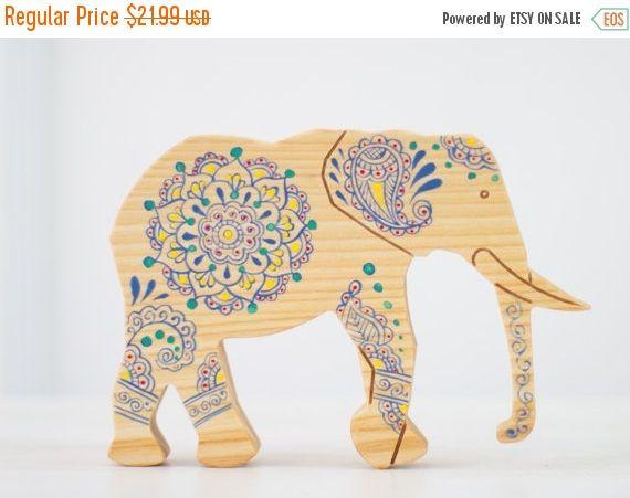 IN vendita 15% OFF elefante di legno giocattolo legno arredamento animali Ooak Woodland arredamento bambini camera decorazione animale africano Vintage Colorful design Wood E