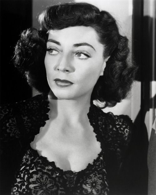 Marie Windsor, 1952, in a publicity shot for The Narrow Margin