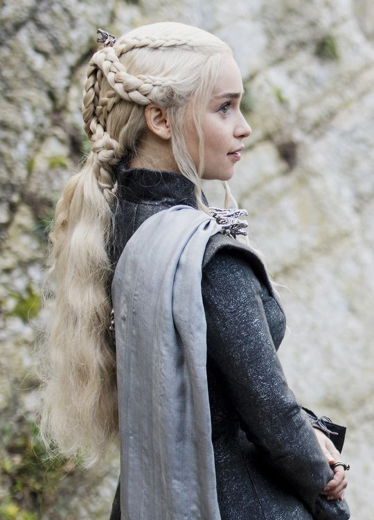 "daenerystargaryendaily: ""New still of Daenerys Targaryen in The Spoils of War (x) """