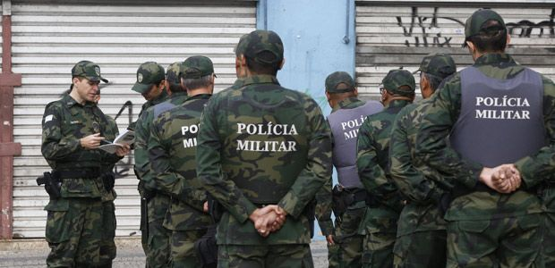 """O jornal """"A Gazeta"""", de Vitória (ES), vem sendo alvo de uma série de ações movidas por policiais militares que pedem indenização por danos morais e a retirada do ar de uma charge publicada no dia 18 de fevereiro."""