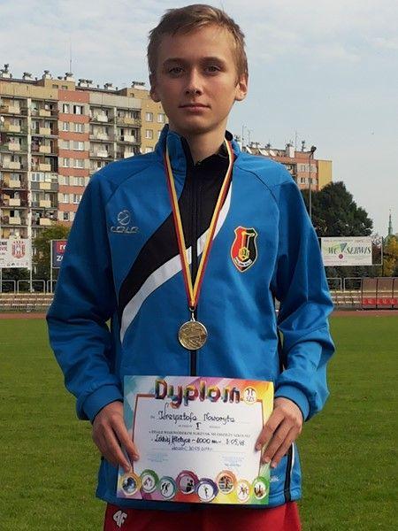 Krzysztof Noworyta w biegu na 1000 zajął I MIEJSCE, uzyskując doskonały wynik -3:05,48