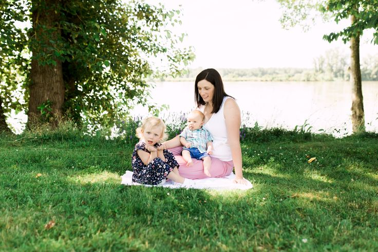 Osprey Village, Pitt Meadows. Family session by Michele Mateus Photography.