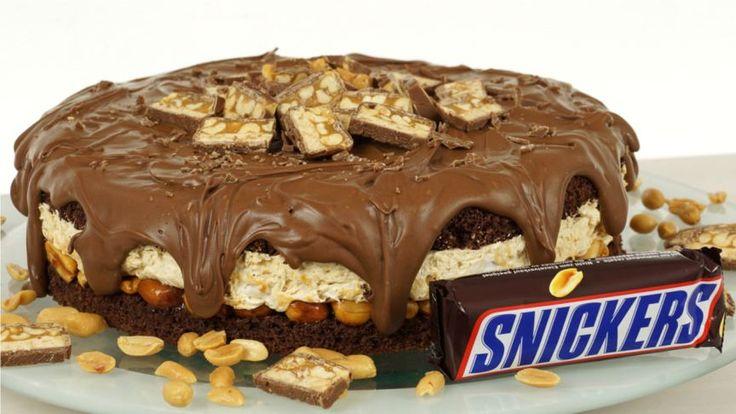 Die Snickerstorte ist der Traum eines jeden Snickersfan. Durch die Kombination von Erdnüssen, Karamell und Schokolade wird der einmalige Geschmack der S..