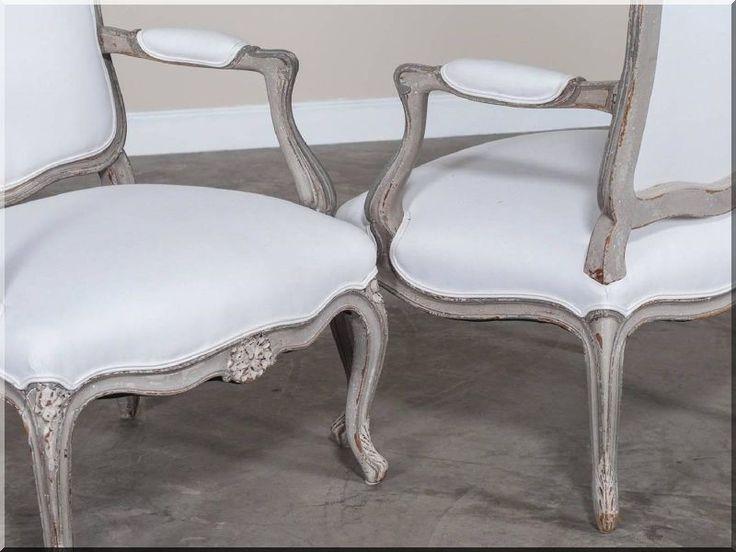 Antik bútor, karfás székek