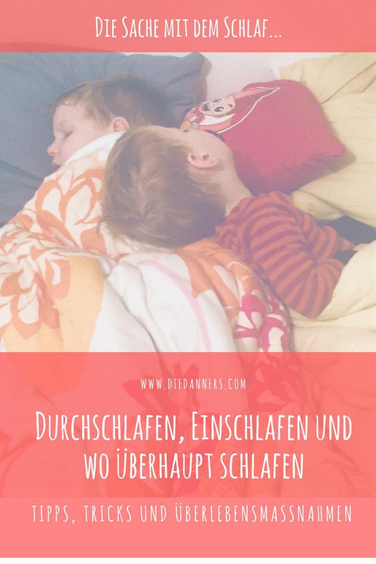 Eltern, Kinder und das leidige Thema Schlaf: durchschlafen, einschlafen, weiterschlafen, Familenbett - jede Familie hat anders mit dem Thema Babyschlaf und Schlafgewohnheiten zu tun. Wie es bei uns momentan ganz gut klappt, was funktioniert hat und was nicht - plus jede Menge Tipps von anderen Mamas und Papas - jetzt am Blog. #schlafgewohnheiten #babyschlaf #schlafen #kinderschlaf #familienbett
