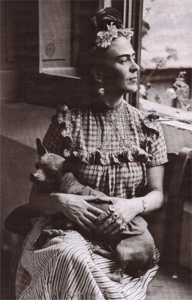 Frida Kahlo y su xoloitzcuintle.