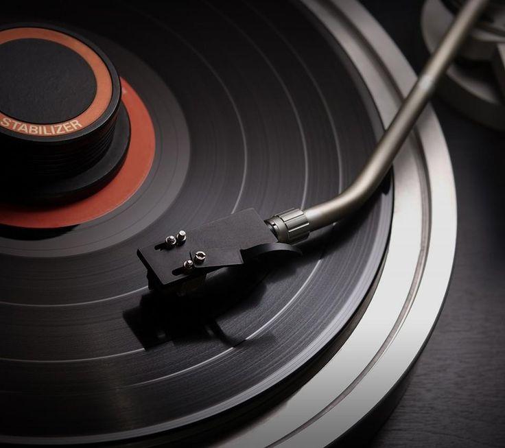 """""""Attraverso la musica, possiamo vagare nel tempo dove vogliamo, e trovare amici in ogni secolo""""  ( Thompson Hank)"""