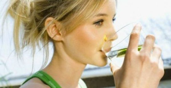 Πιείτε ένα ποτήρι νερό με άδειο στομάχι κάθε πρωί! Δεν φαντάζεστε πόσα οφέλη κρύβει για την υγεία
