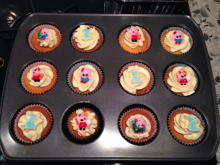 Peppa pig 2nd birthday cupcakes
