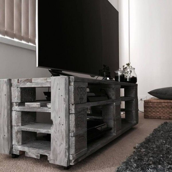 les 25 meilleures id es de la cat gorie meubles t l palettes sur pinterest instructions de. Black Bedroom Furniture Sets. Home Design Ideas