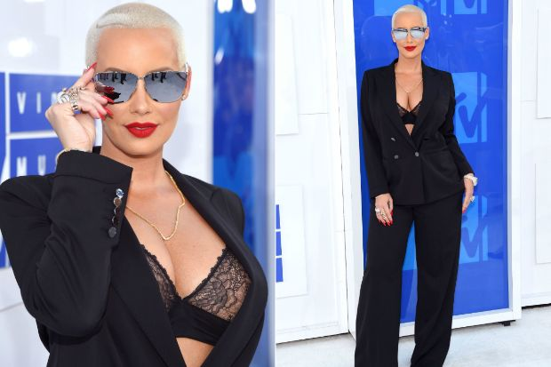 Amber Rose | 2016 MTV Video Music Awards: Amber Rose Flaunts Some Serious Cleavage
