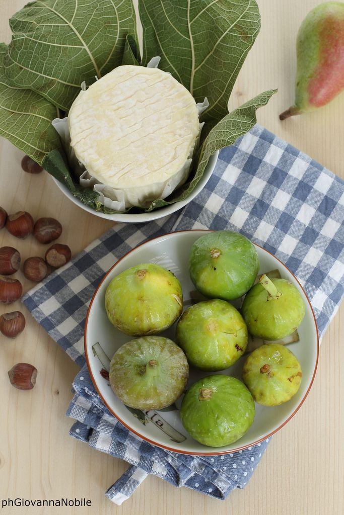 Pere, formaggio, fichi e nocciole  L'autunno in tavola: www.lacuocaeclettica.it/