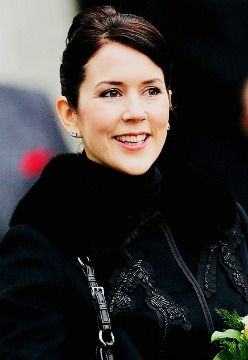 17 February 2006 | Denmark's Crown Princess Mary arrive for her visit of the Kunsthalle museum in Hamburg, northern Germany.