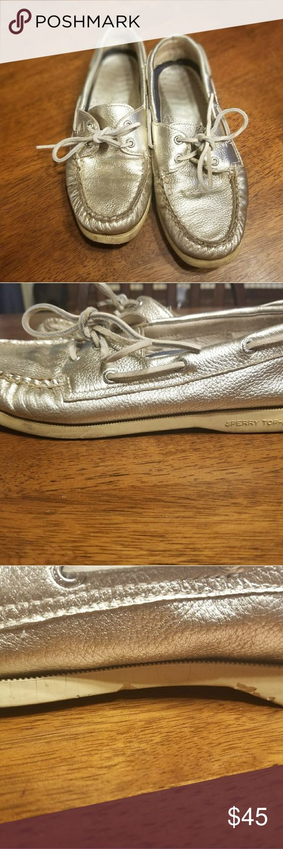 Gold Metallic Sperry Top-siders Dont miss out on the metallic gold Sperry Top-Sider Boat shoes! These are very comfortable and have the perfect amount of STYLE!  Condition: Used condition, any damage is pictured. Condition: $98.00 Size 7.5 M  In love with these shoes??... Make an offer, or add to a bundle and I will send you a personal offer! QUICK SHIPPER! Click link in bio to learn how to make more sales! xoxo Sperry Shoes Flats & Loafers