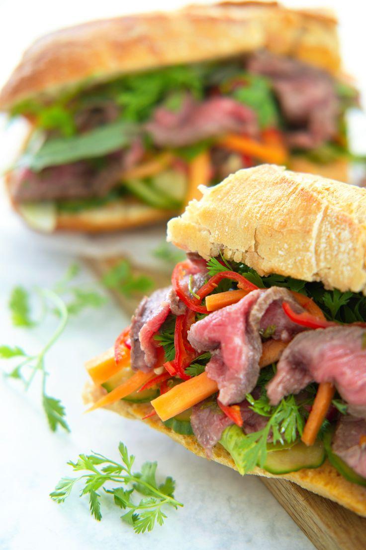 En vietnamesisk baguette bánh mì er svimlende godt og kjapt å lage. Fyll brødet med egg eller kjøtt, syltegrønnsaker, urter og kondimenter. Garantert vanedannende! http://www.gastrogal.no/banh-mi/  #Baguette, #BanhMi, #BiffSandwich, #Kjøtt, #Kosemat, #NuocCham, #Roastbiff, #Sandwich, #Sataysaus, #Vietnamesisk, #VietnamesiskBaguette