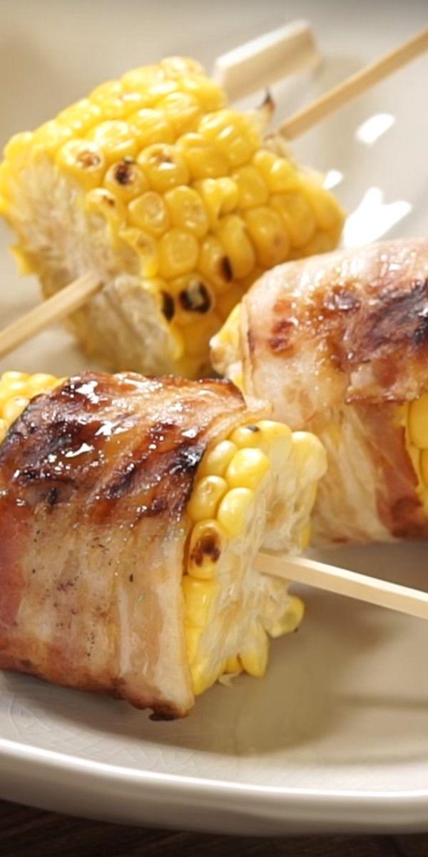 Heute haben wir eine besondere Idee für dich, die für Abwechslung am Grill sorgt. Die gegrillten Maiskolben bringen Farbe auf den Tisch und lassen sich einfach zubereiten. Unser Tipp: Für extra Geschmack mit Bacon umwickeln!