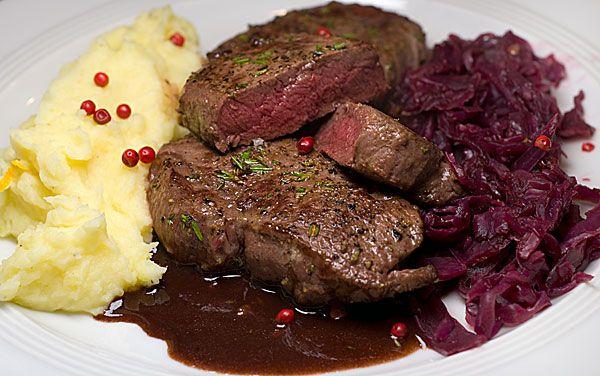 Hirschrückensteaks mit Lebkuchensauce | Rezept | Rezepte mit Bildern für die anspruchsvolle Hobbyküche