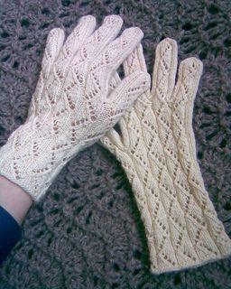 Nancy Bush Vanalinn gloves/A gathering of lace book