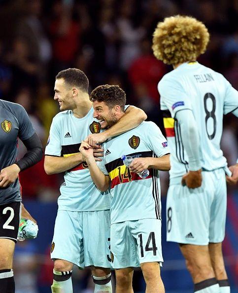 #EURO2016 Dries Mertens forward of Belgium and Thomas Vermaelen defender of Belgium celebrates with teammates after scoring during the UEFA EURO 2016 Round of...