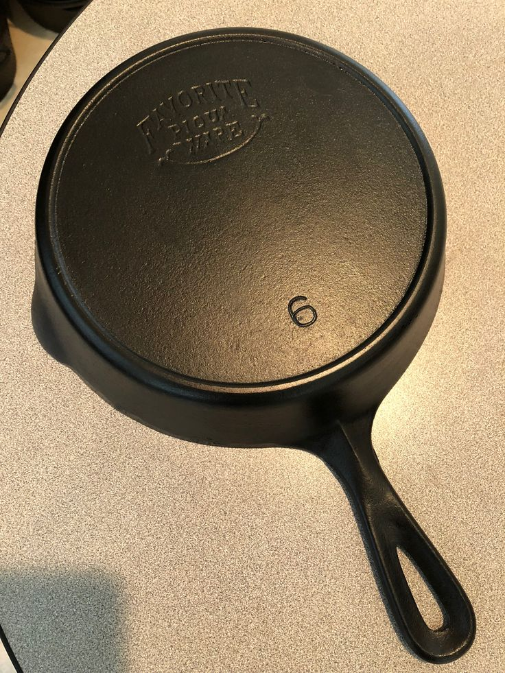 Smiley 6 skillet cast iron cookware griswold cast iron