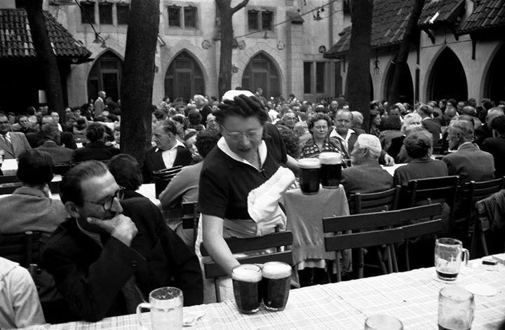 U Fleků, 1956