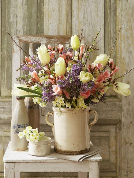 lilacs, white tulips, old crock (Source: wunderweib.de, via hummingbird006)