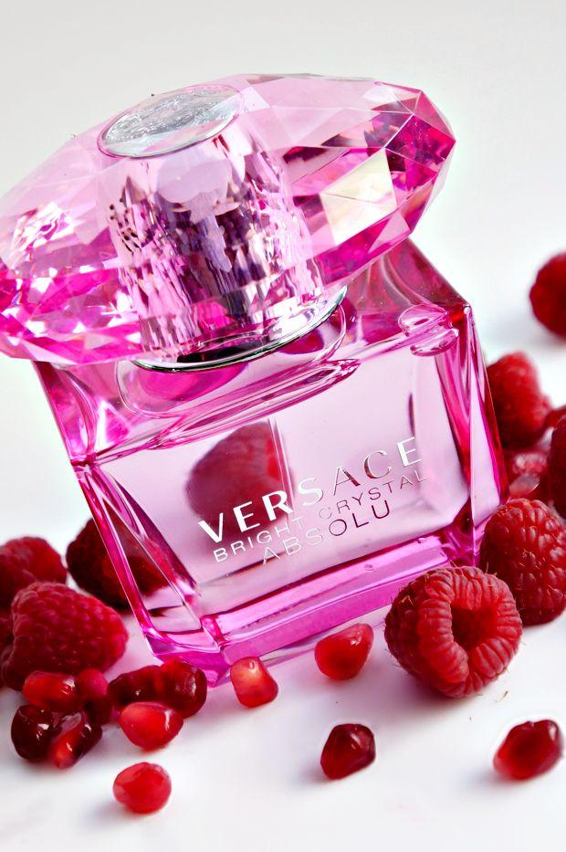 versace bright crystal absolu - Dòng nước hoa được ưa chuộng nhất của phái đẹp với mùi hương nhẹ nhàng, quyến rũ đến từng phút giây. Xem thêm tại: https://nuochoaversace.com