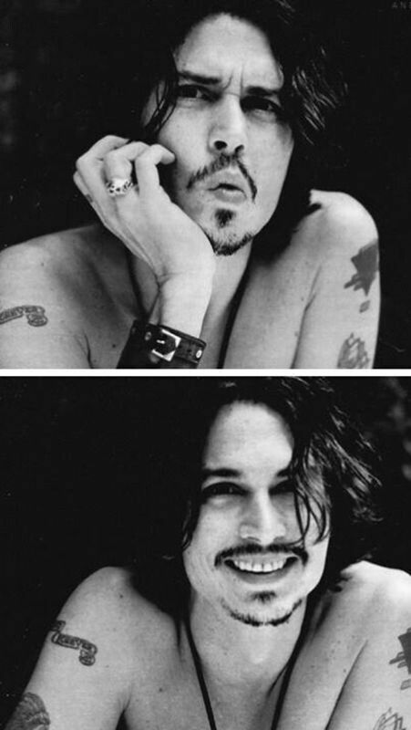 Very rarely do you see a photo of Johnny Depp smiling like this. It's incredible. Johnny Depp <3