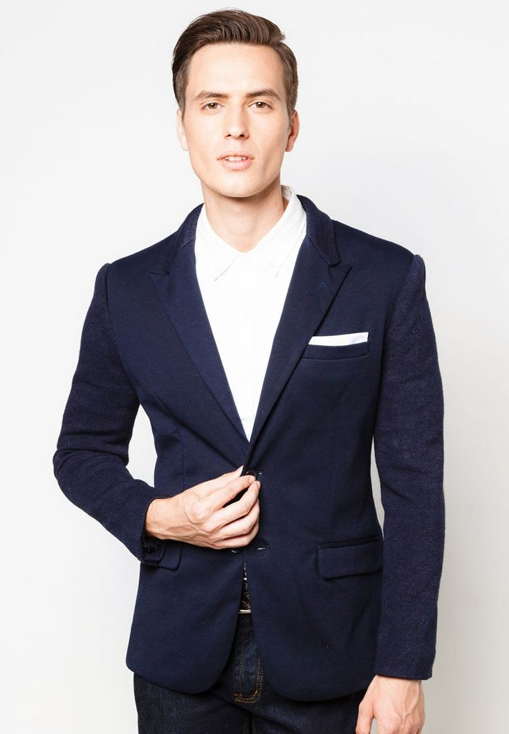 V Neck Tonal Blazer in blue navy by Zalora. Made of polyester combination material. This is a basic blazer for special moment. http://www.zocko.com/z/JJ4F0